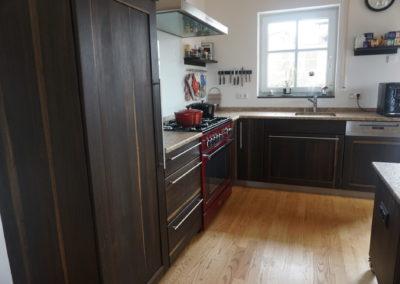 Wohnharmonie I Offene Küche mit Steinplatte | Dunkles Holz
