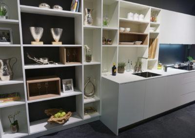 Wohnharmonie I Küche mit weissem offenen Regal