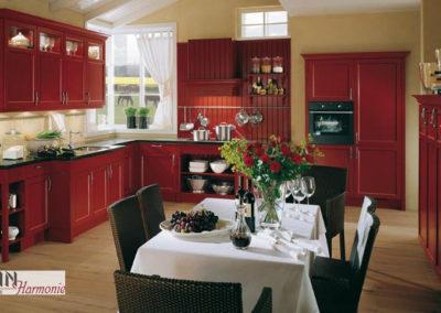 Rote Küche aus Holz
