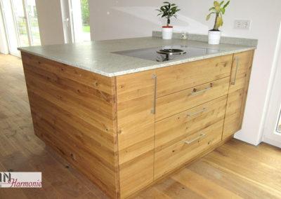 Küchenblock mit eingelassenem Kochfeld